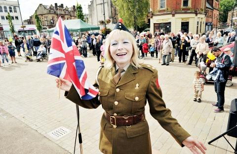 Blackburn Citizen: FINAL NOTE? Songstress Linda Dee enterained the crowd at the town's 'Forties Day' on the market square on Saturday.