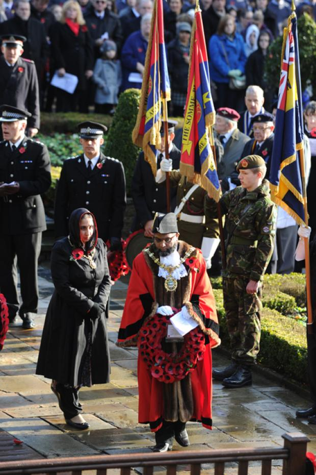Blackburn Citizen: Coun Zamir Khan lays a wreath
