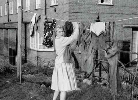 Blackburn Citizen: HARD WORKING Joan Ormston, in her younger days, pegging out the washing at the family home in Woodford Green, Essex
