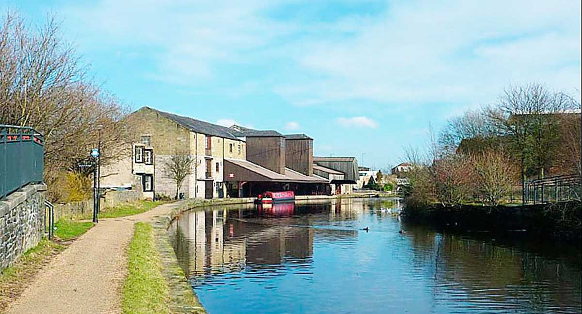 The canalside at Eanam Wharf