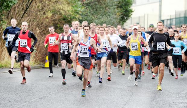 Blackburn Citizen: And they're off... runners in the main race set off en mass