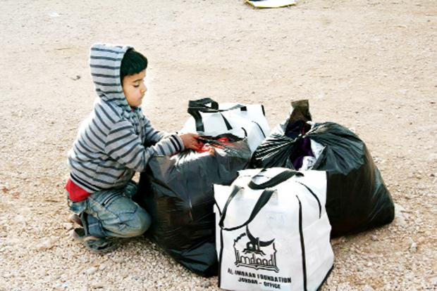 Blackburn Citizen: Youngsters on the Syrian boarder received their warmth kits
