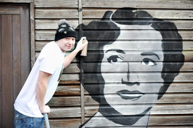 Blackburn Citizen: Pete Baldwin with his spray paint picture of Kathleen Ferrier