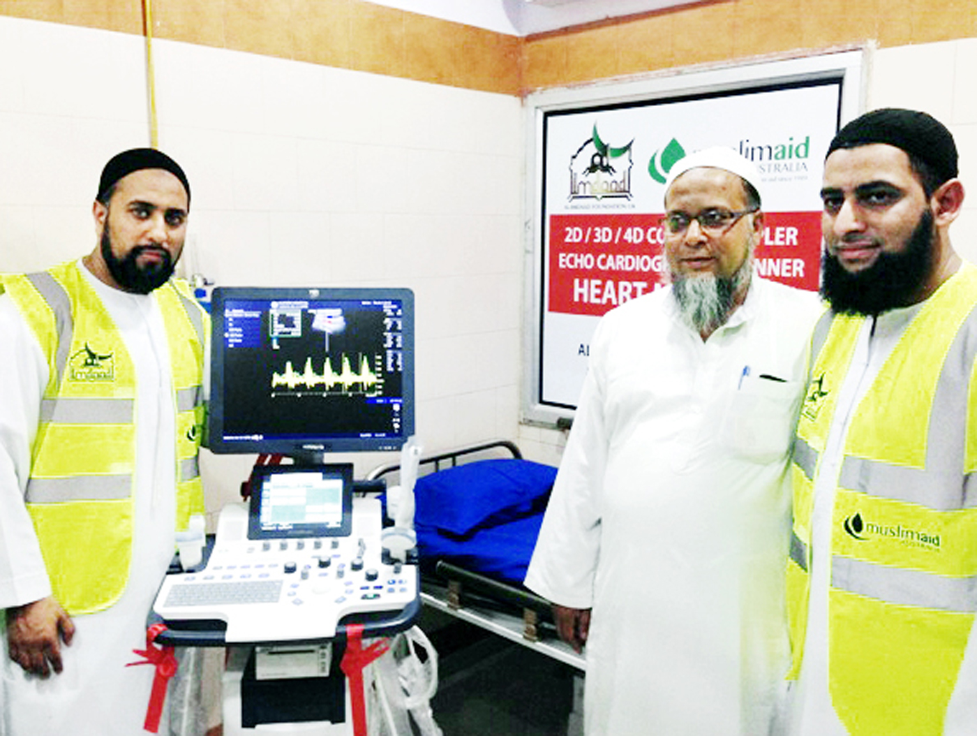 Al-Imaad Foundation representatives present the heart machine to the hospital in Gujarat