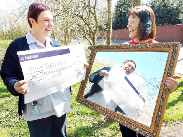 Blackburn Citizen: Lucy Murtagh with Gill Wilkinson from East Lancashire Hospice, has mirrored the success of her first lottery win