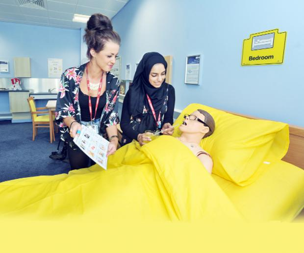 Blackburn Citizen: Students Megan Leyland, of Bacup, and Tanzeeka Akbar, of Burnley, make use of the suite